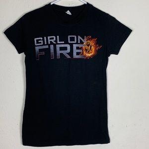 Girl on Fire (Hunger Games) Tee size Medium